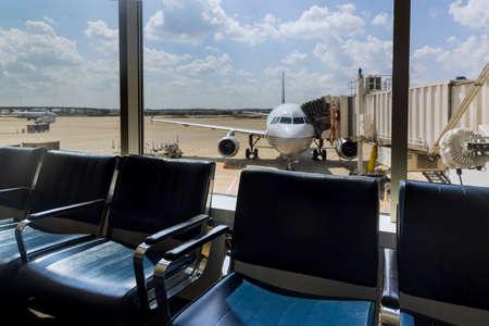 20 SEPTEMBER 2021 Houston, TX USA: International airport interior airport lounge gate passenger airplane waiting at the gate in Busch International Airport Houston TX USA 新闻类图片
