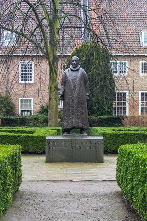 orange nassau: Statue of William the Silent of Orange in a public park in Delft Holland