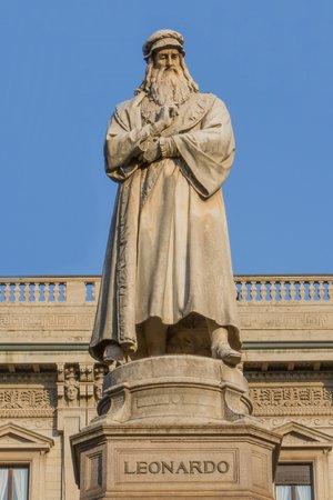 Standbeeld van Leonardo da Vinci in Milaan Italië Stockfoto - 26678354