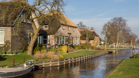 Historic wooden house Belt Schutsloo Giethoorn