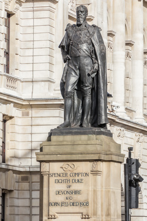 duke: Statue of the Duke of Devonshire in London