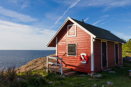 Red cottage at the coast near Oxelosund in south Sweden 版權商用圖片