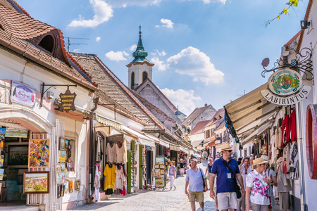 Centrale winkelstraat in het centrum van Szentendre in Hongarije