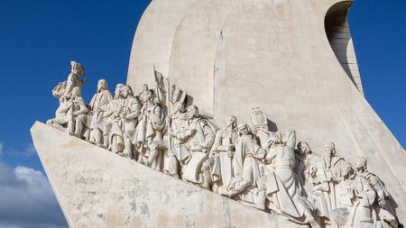 descubridor: Monumento a los Descubrimientos, Lisboa, Portugal. Monumento construido para la exposición universal portugués de 1940, como un recuerdo de los descubrimientos realizados por Portugal y Vasco da Gama Foto de archivo