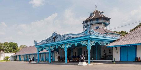 Kleurrijk blauw Paleis van de Sultan in Surakarta, Java, Indonesië Redactioneel