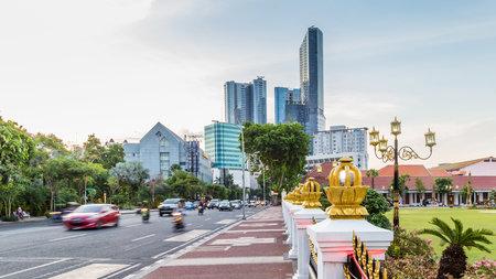 Cityscape met de bouw van poortgedung Negara Grahadi in Surabaya, Oost-Java, Indonesië Stockfoto - 94718265