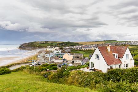 Toits de Broad Haven sur la côte du Pembrokeshire, au Pays de Galles, Royaume-Uni
