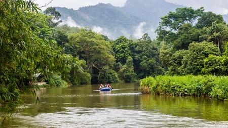 Kitulgala  Sri Lanka July 30 2017 -  Rafting at the Kelani Kanga river with White Water Rafting adventure in Sri Lanka Redactioneel