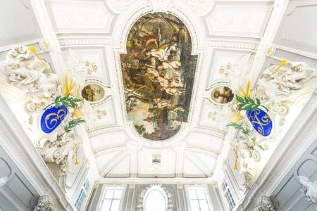Tallinn, Estonia - September 30, 2018: Painting at the ceiling of the main hall of Kadriorg Palace in Roman Baroque style in Tallinn Estland. Model of Versailles. Art meuseum of Estonia. Redactioneel