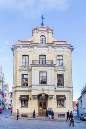 Tallinn, Estonia - September 29, 2018: Building of Cafe Maiasmokk the oldest operating cafe in Talinn and in Estonia. Established in 1864. With unchanged interior. Redactioneel