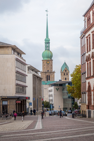 Dortmund, North Rhine Westphalia, Germany - October 18, 2018: Saint Reinoldi Church near Alten Markt in the old city center in  Dortmund Germany Stockfoto - 111431645