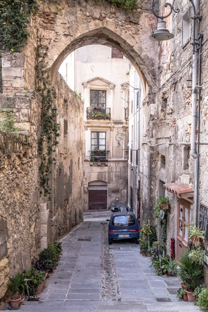Narrow medieval streets of the old town of Cagliari, capital of Sardinia, Italy Stockfoto