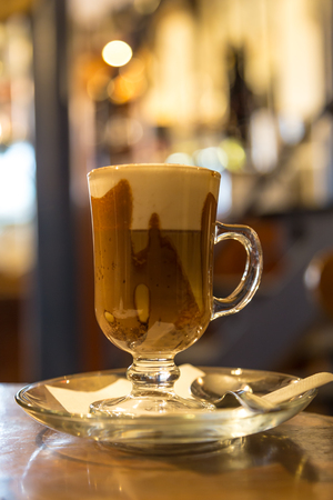 Marocchino coffee served in a small glass with a shot of espresso, cocoa powder and milk froth. Stockfoto