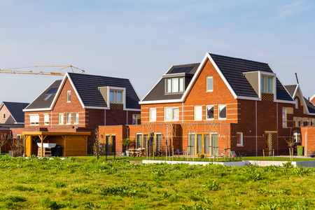Case moderne di nuova costruzione in un quartiere suburbano adatto alle famiglie a Veenendaal nei Paesi Bassi. Archivio Fotografico