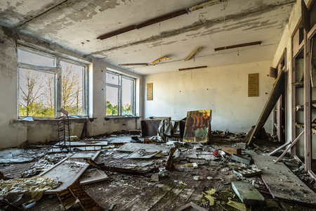 Class room in an abandoned school in Belarus Chernobyl exclusion zone, recently opened for the public from april 2019. Stockfoto