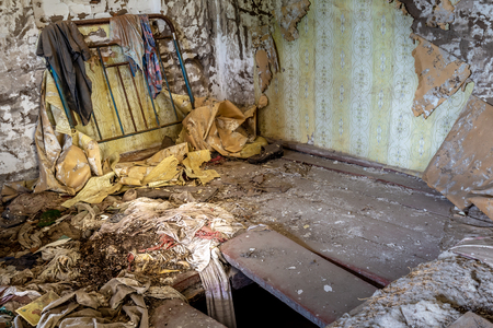 Interior of an abandoned house in Chernobyl exclusion zone in Belarus Stockfoto