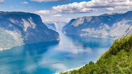 View from viewpoint Stegastein on Aurlandsfjord in Aurland along the National Scenic route Aurlandsfjellet between Aurland and Laerdal in Norway Banque d'images - 129571735