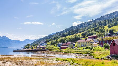 Pictureseque small fishing village Eidsora along Tingvollfjorden in More og Romsdal county in Norway Stockfoto