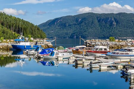 Pictureseque small fishing village Eidsora along Tingvollfjorden in More og Romsdal county in Norway 版權商用圖片
