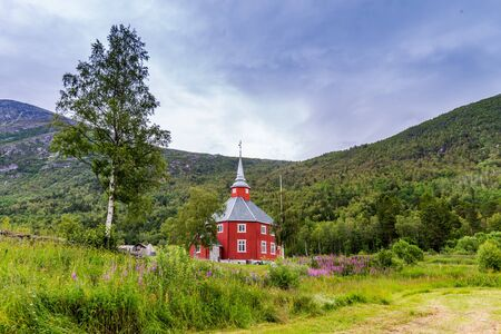 Beautiful red wooden little church of Lonset, Oppdal municipality in Trondelag county in Norway, Scandinavia Stockfoto