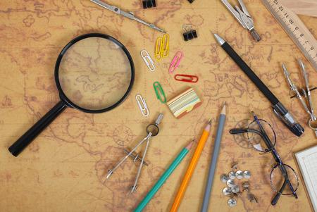 科学と教育 - 科学者マップの背景のデスクトップ