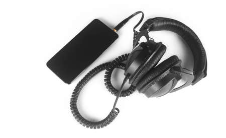 Musical equipment - Black headphone and smartphone on a white background. Standard-Bild