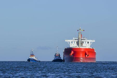 SHIP AND TUGS - STATEK I HOLOWNIKI