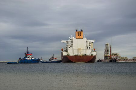 lng: LNG CARRIER END Tugs - LNG TERMINAL Stock Photo