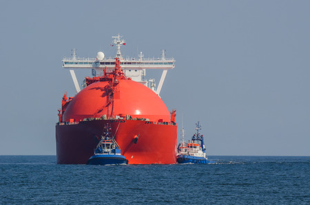 lng: LNG TANKER IN THE POMERANIAN BAY - LNG Tanker at sea flows from the gas supply to the port of Swinoujscie Stock Photo