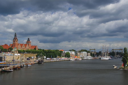 ketch: SZCZECIN - THE CHROBRY EMBANKMENT. The Brave Embankment. The vast panorama of the Odra River and the harbor.