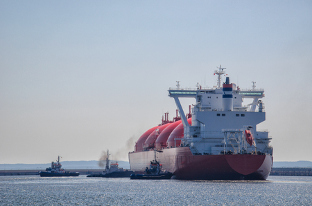 terminals: LNG TANKER. Gas carrier will moor berth gas terminal in Swinoujscie