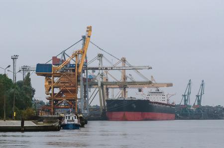 lading: BIG SHIP AT THE WHARF
