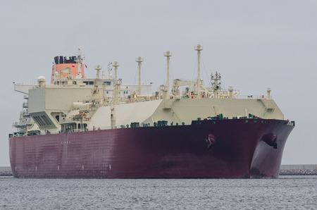 GAS CARRIER - Portrait of a big ship to transport gas Imagens
