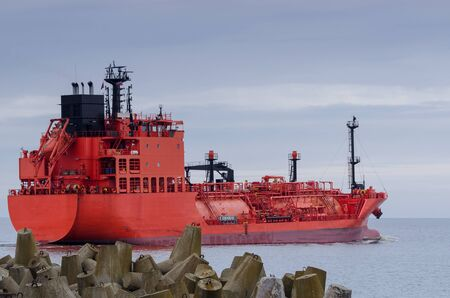 lading: LPG TANKER - The red ship sails into the sea Stock Photo