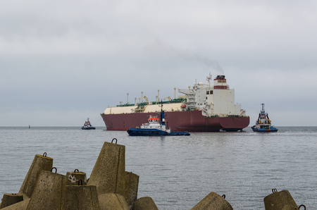 maneuvering: LNG TANKER AND TUGBOAT IN SWINOUJSCIE - The tanker sails on a cruise that Qatar