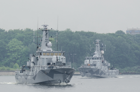 MINEHUNTERS - Schwedische Kriegsschiffe verlassen den Hafen von Swinemünde Standard-Bild - 80273162