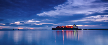 LNG TANKER - Sunrise over the sea gas terminal Stok Fotoğraf - 85842815