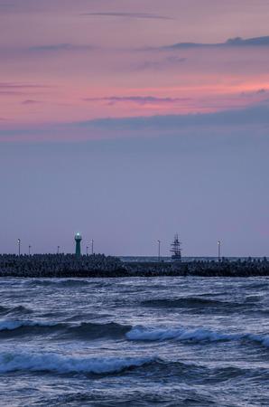 WALKING SHIP - Sunset by the sea in Kolobrzeg
