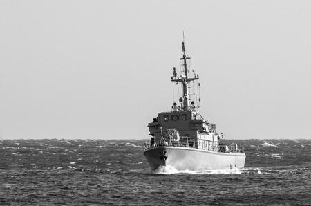 WARSHIP - Maniobras del buscaminas en el mar Báltico Foto de archivo