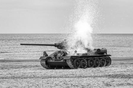 ATTAQUE SUR UN CHAR - Destruction d'un véhicule polonais par la wehrmacht