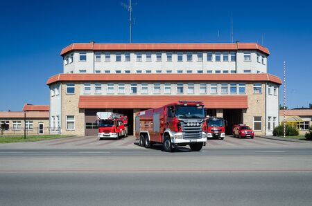 FIRE BRIGADE - Rescue vehicles in front of the fire station building in Kolobrzeg Imagens - 124806786