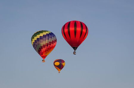 FESTIVAL OF BALLOON SPORT LOVERS - Flight of balloons on a blue sky Imagens