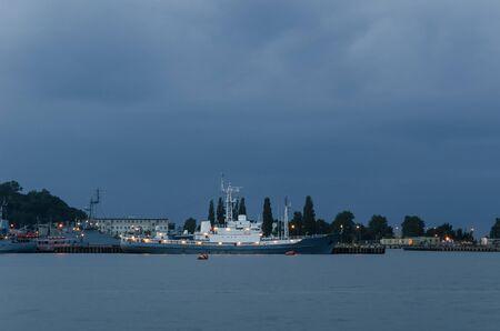 SEA BASE - Navires de guerre aux quais