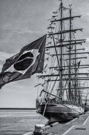 BIG FLAG ON THE SHIP - A beautiful Brazilian sailing ship in port Imagens