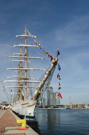 FRIGATE - A beautiful Brazilian sailing ship in port Imagens