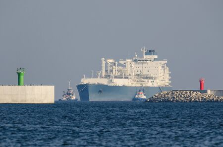 LNG TANKER - The ship and tugs sail to the gas terminal in Swinoujscie Reklamní fotografie