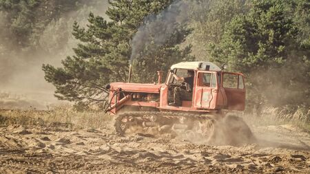 CONSTRUCTION MACHINERY - Off-road bulldozer in extreme terrain