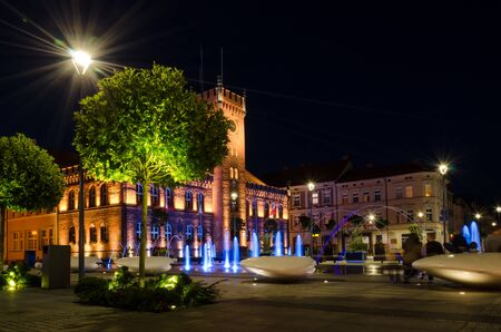 TOWN HALL - A romantic evening in front of a beautifully lit stylish building