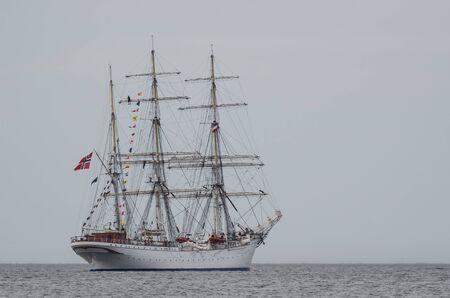 SAILING SHIP - Beautiful three masted barque at sea Zdjęcie Seryjne