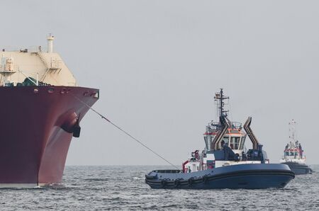 LNG TANKER - The ship sails in tug security Stock fotó